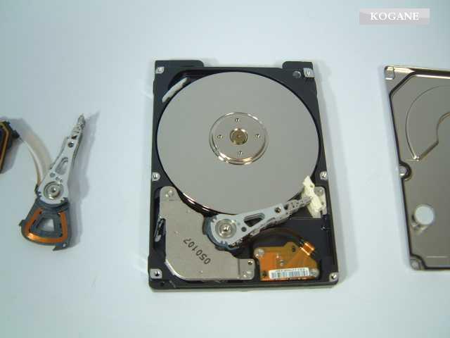 HDDデータ復旧復元技術(ヘッドAssy交換作業概要)画像